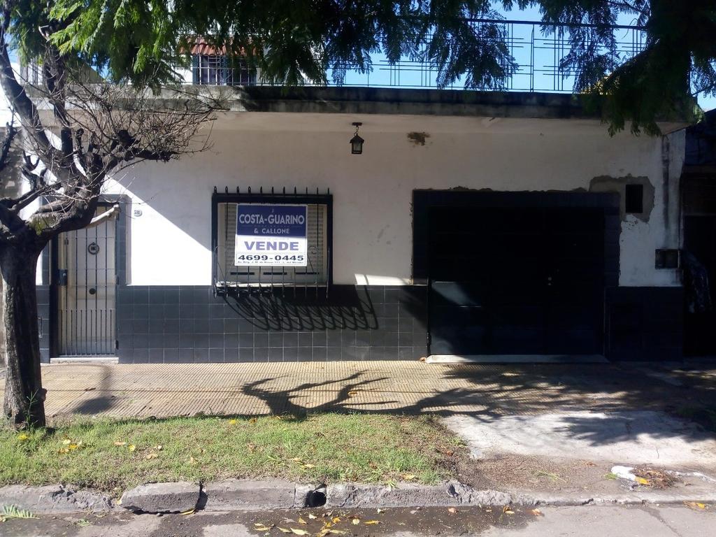 EXCELENTE CASA CON COCHERA Y FONDO LIBRE A 100 M DE AV. J. M. DE ROSAS Y A 600 M DE AV. GRAL. PAZ