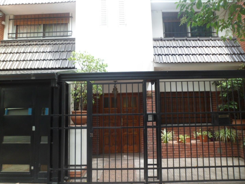 MB Negocios Inmobiliarios VENDE Casa 4 dormitorios LA PAZ 700. GARAGE. PISCINA. QUINCHO. IMPECABLE