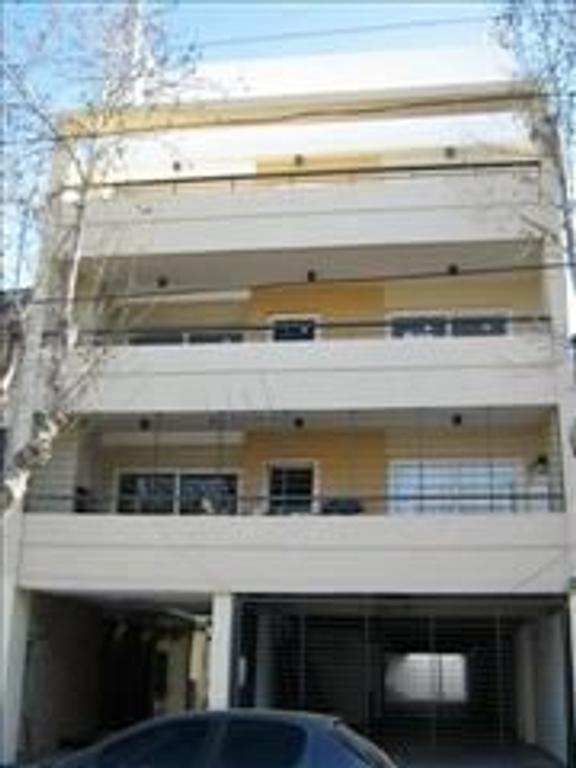 Excelente Departamento en Venta de 3AMB con balcón terraza parrila y cochera cubierta.