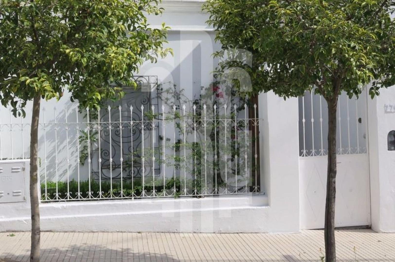 EXCELENTE casa para vivienda o emprendimiento turístico.