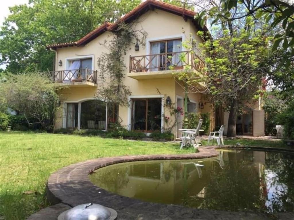 APTO CREDITO Casa 6 Amb  2 Planta  Parque Aguirre Próx. Av. Libertador Parque 200 mts  Piscina
