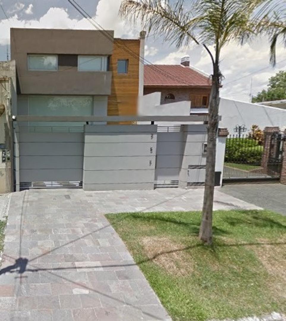 Moderna Casa Estilo Minimalista en Inmejorable Ubicación