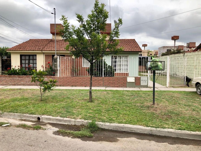 Casa para la venta en barrio Los Lapachos