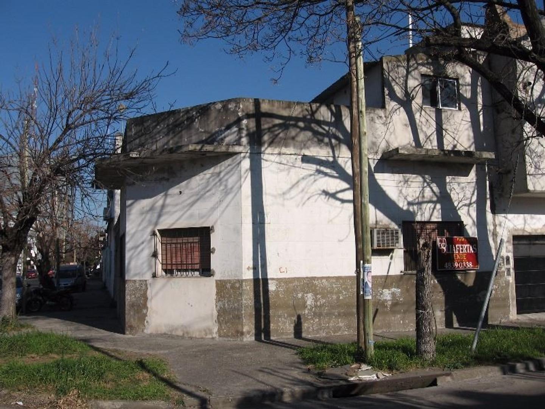 CASA DE 3 AMBIENTES - PATIO - COCHERA Y TERRAZA