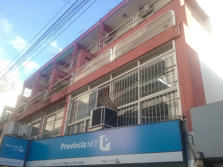 Depto 2 ambientes en pleno Centro de Quilmes, 2 baños completos.