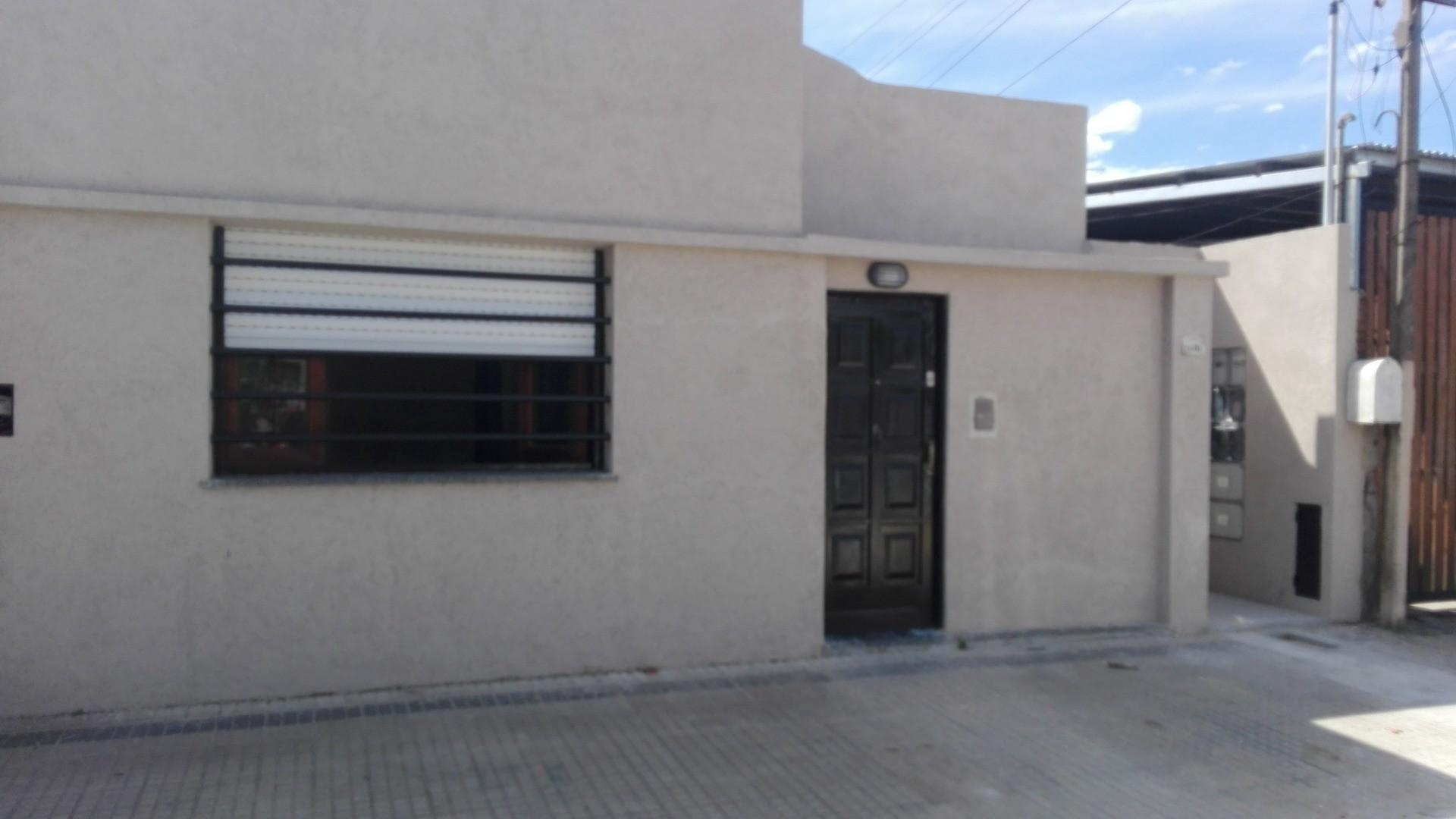casa en ph. refaccionada, baño nuevo, cocina nueva, 69 28 y 29 2 dormitorios