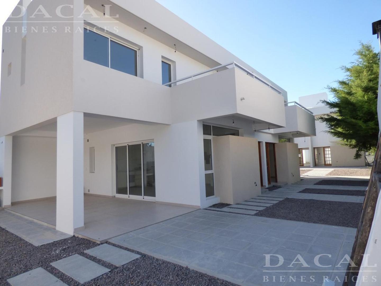 Duplex en venta en Gonnet Complejo 27 en 27 e/ 496 y 497 Dacal Bienes Raices