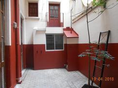 PH, amplio 3 dorm., 2 baños, patio, sin expensas. CREAR 4381-0381