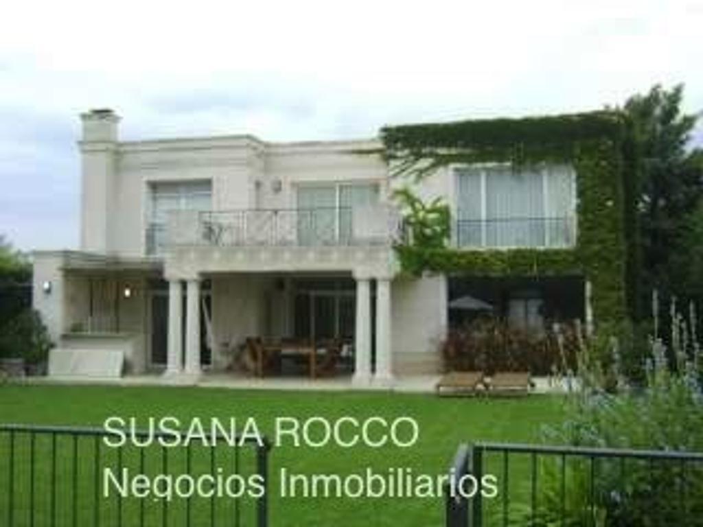 Impecable propiedad en Villa Olivos