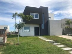 Casa a Estrenar en Nordelta, Barrio Castaños