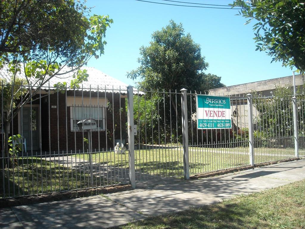 Casa lote propio 4 ambientes en Venta . Villa Tesei.
