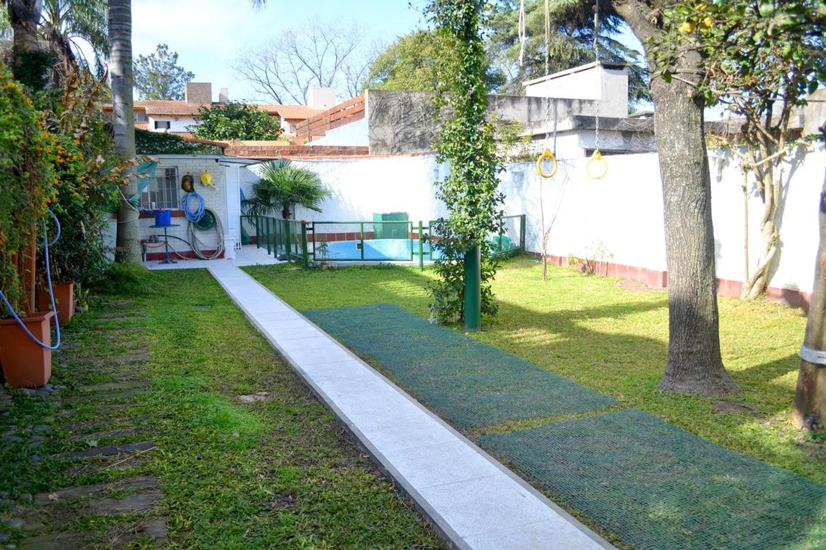 Casa en Venta en Alberdi - 6 ambientes