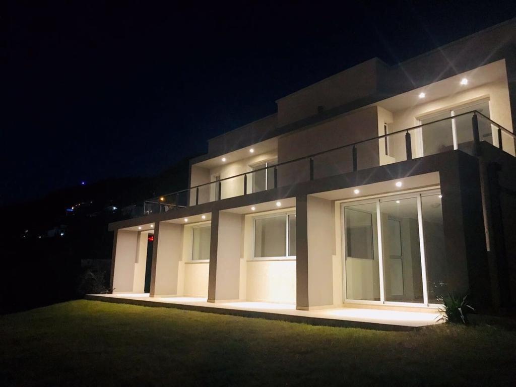 Importante Casa A Estrenar En Villa Carlos Paz