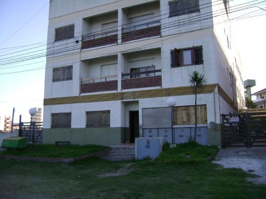 Departamento En Venta En Paseo 143 Y Avenida 1 Villa Gesell  # Muebles Villa Gesell