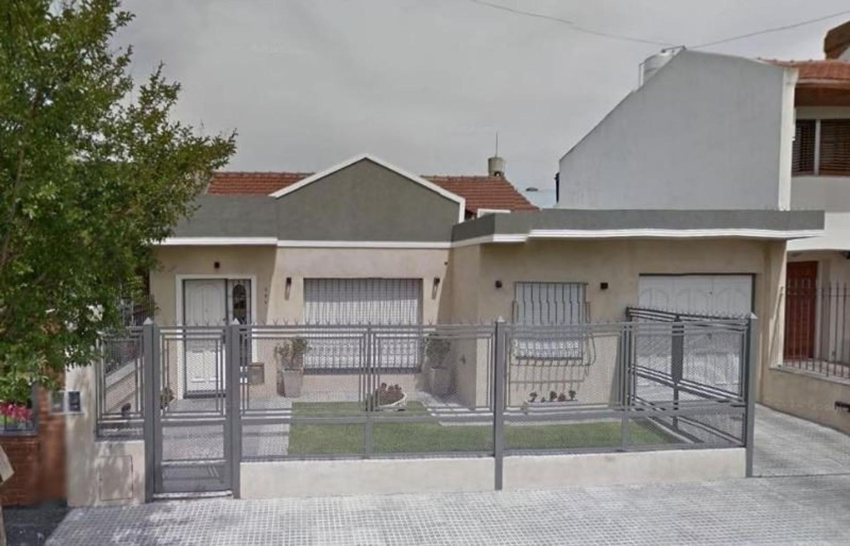 *CASA DE 4 AMB. S/ LOTE 12 X 30 *BARRIO DON BOSCO *MODERNIZADA HACE 10 AÑOS *NO APTA CRÉDITO BCARIO.