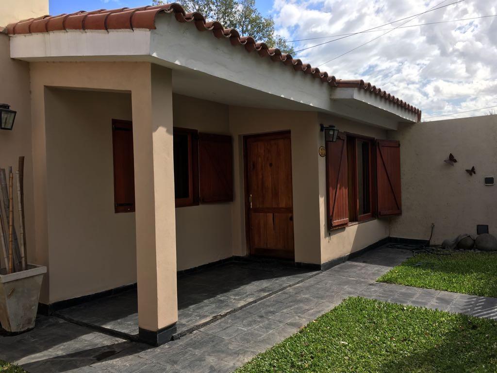 Excelente propiedad APTO CREDITO - 3 dormitorios - quincho y pileta