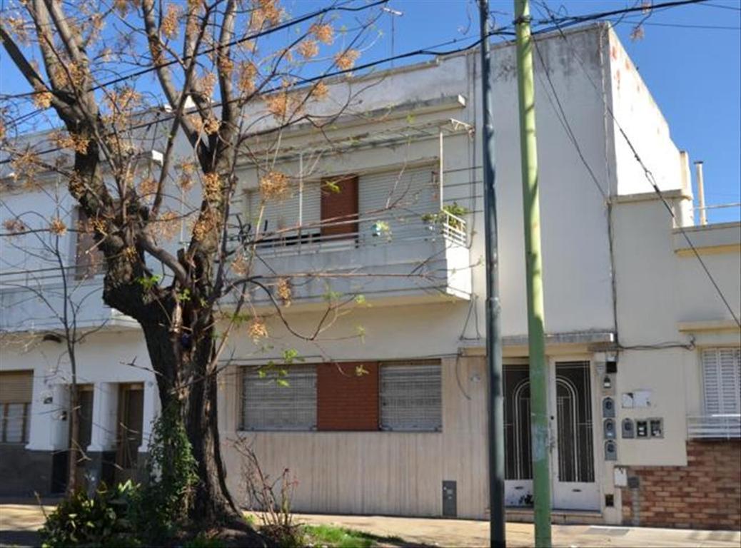Departamento tipo casa en Venta de 3 ambientes en Capital Federal, Floresta, Monte Castro