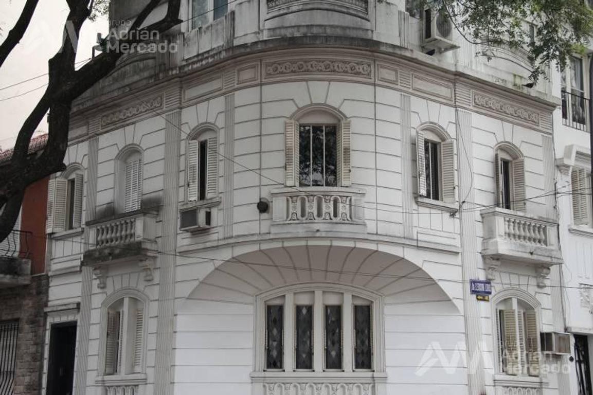 Imponente casa de estilo en esquina APTO CREDITO- RETASADA