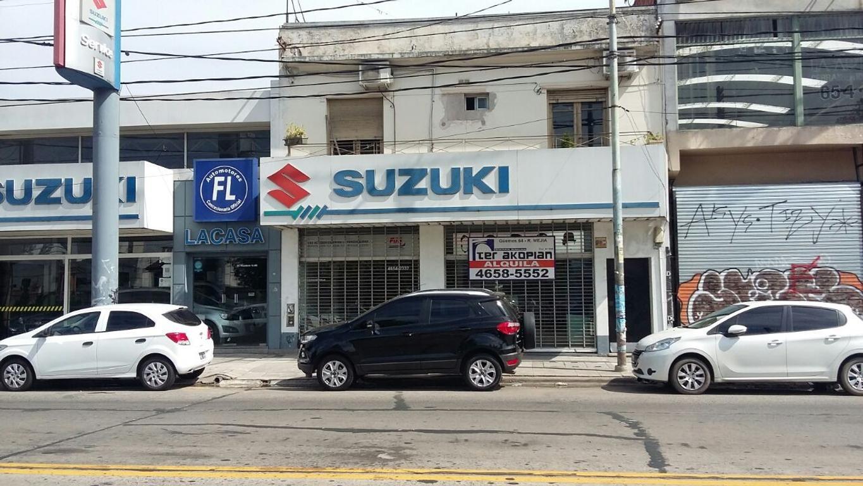 Excelente Local ubicado sobre Av. Rivadavia