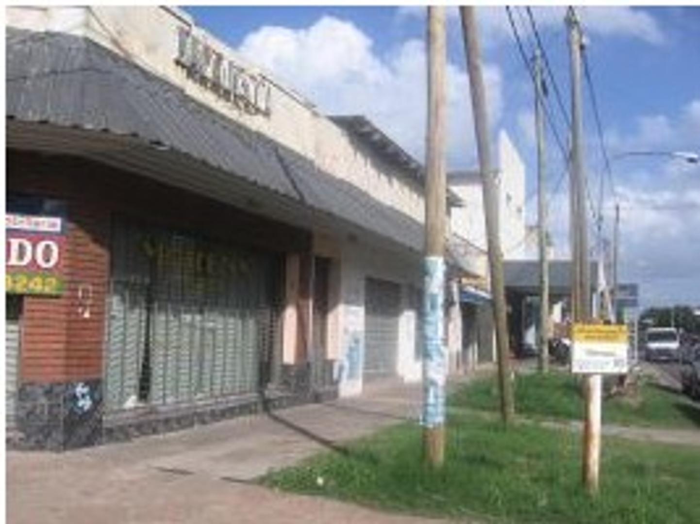 Local Comercial en esquina - Importante avenida - Lanus Oeste