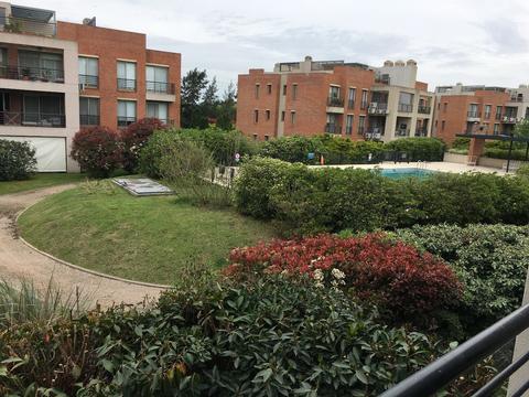 EXCELENTE ESTADO Y UBICACION-Departamento amoblado, 2 cocheras, balcon terraza