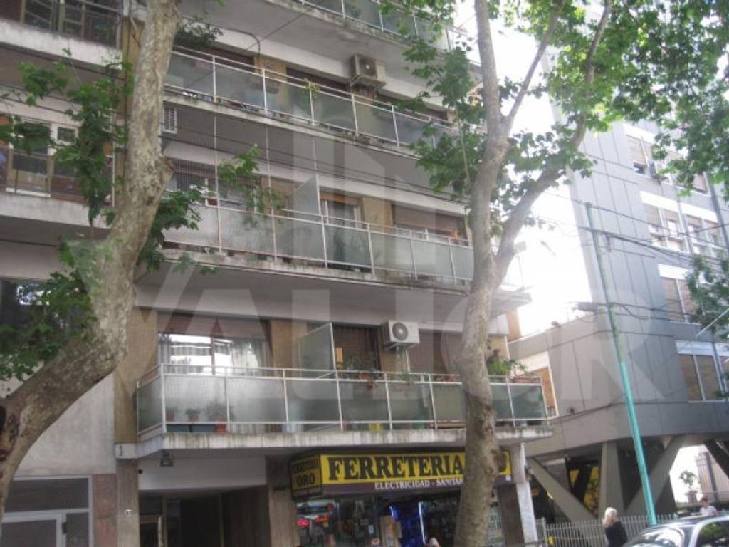 Monoambiente al contrafrente con balcón