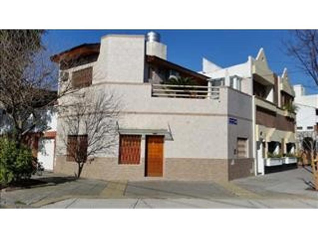Casa en venta en gualeguaychu 2799 villa devoto for Casa de azulejos en capital federal