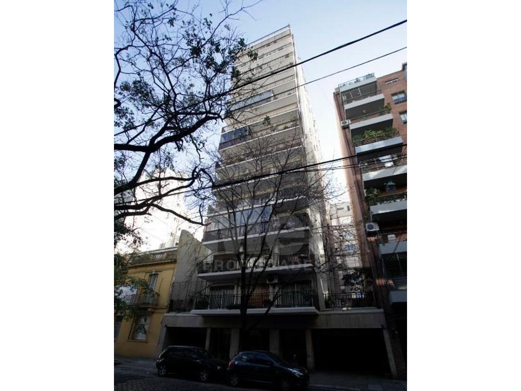 Excelente Semipiso, 4 ambientes con Dependencia, balcón corrido, Cocina Fija y Baulera