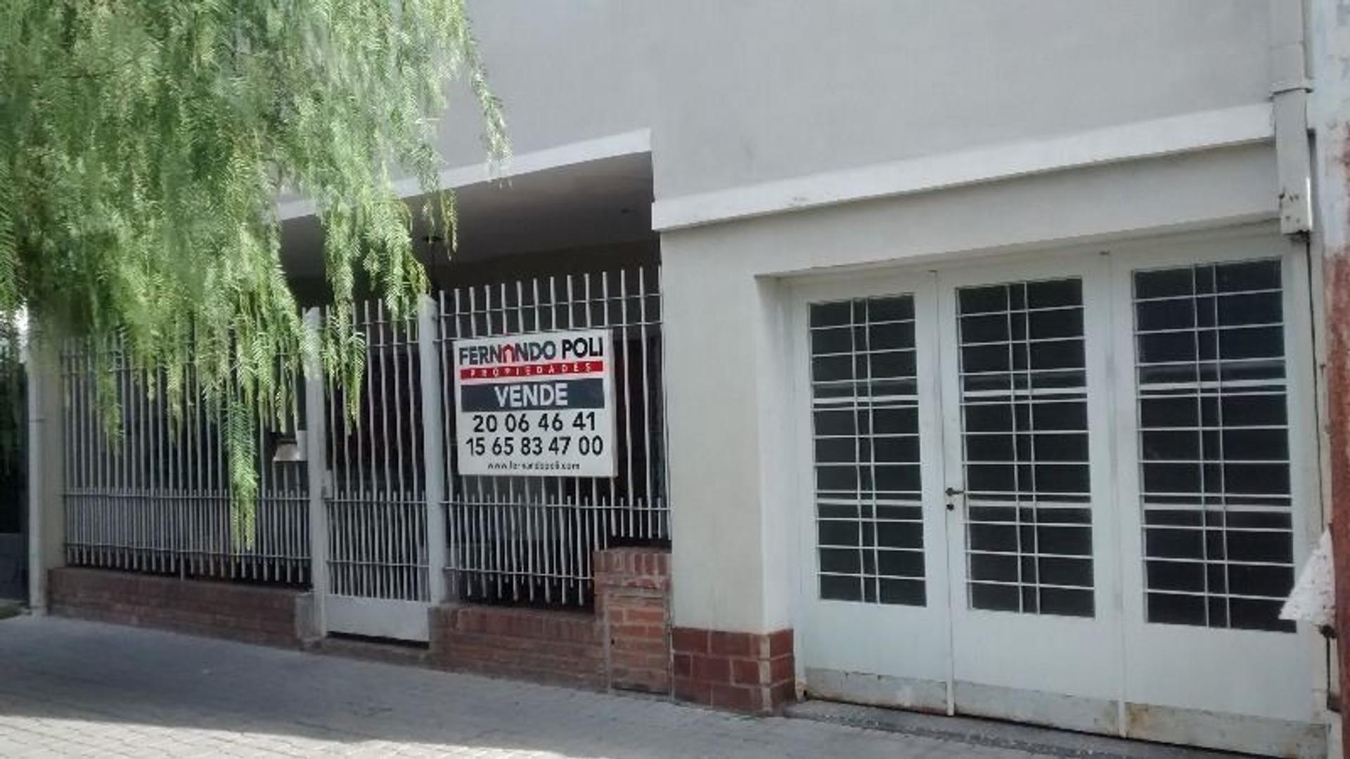 Casa de cuatro ambientes en Ramos residencial.