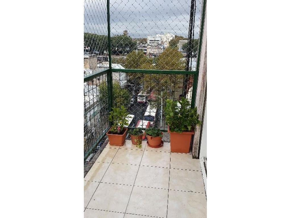 Excelente depto 3 ambiente frente balcon, reciclado a nuevo, Bajas Expensas! Apto Credito Bancario!!