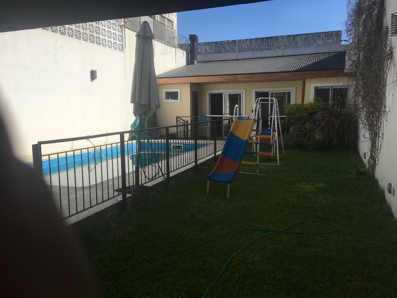 Hermosa Casa Moderna 5 amb con quincho, piscina y garage.