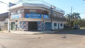 VENTA EN BLOCK 3 DEPTOS TIPO CASA, DOS GARAJES Y LOCAL EN OCHAVA. LOMA HERMOSA.