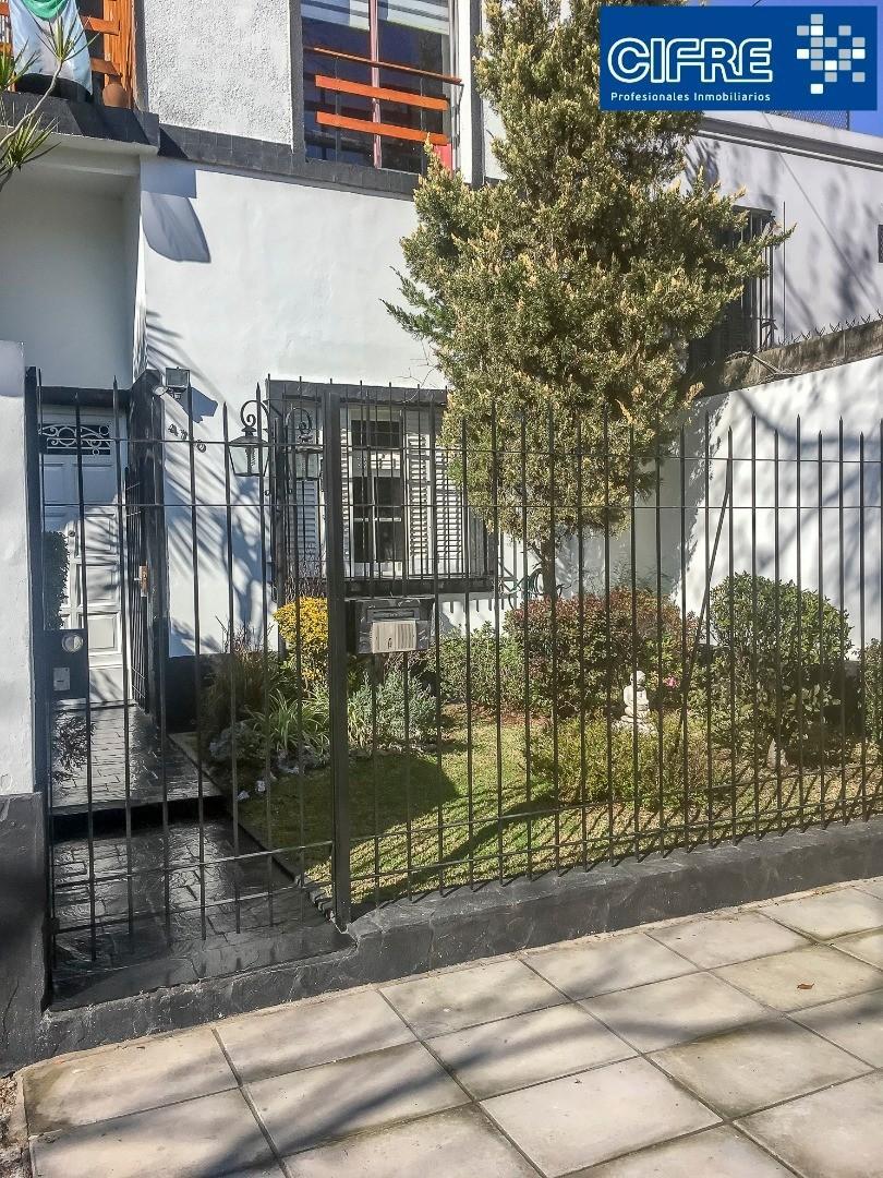 Ph en Pb 4 ambientes, con jardincito y patio, Excelente estado! (Suc Devoto 4504-4444)