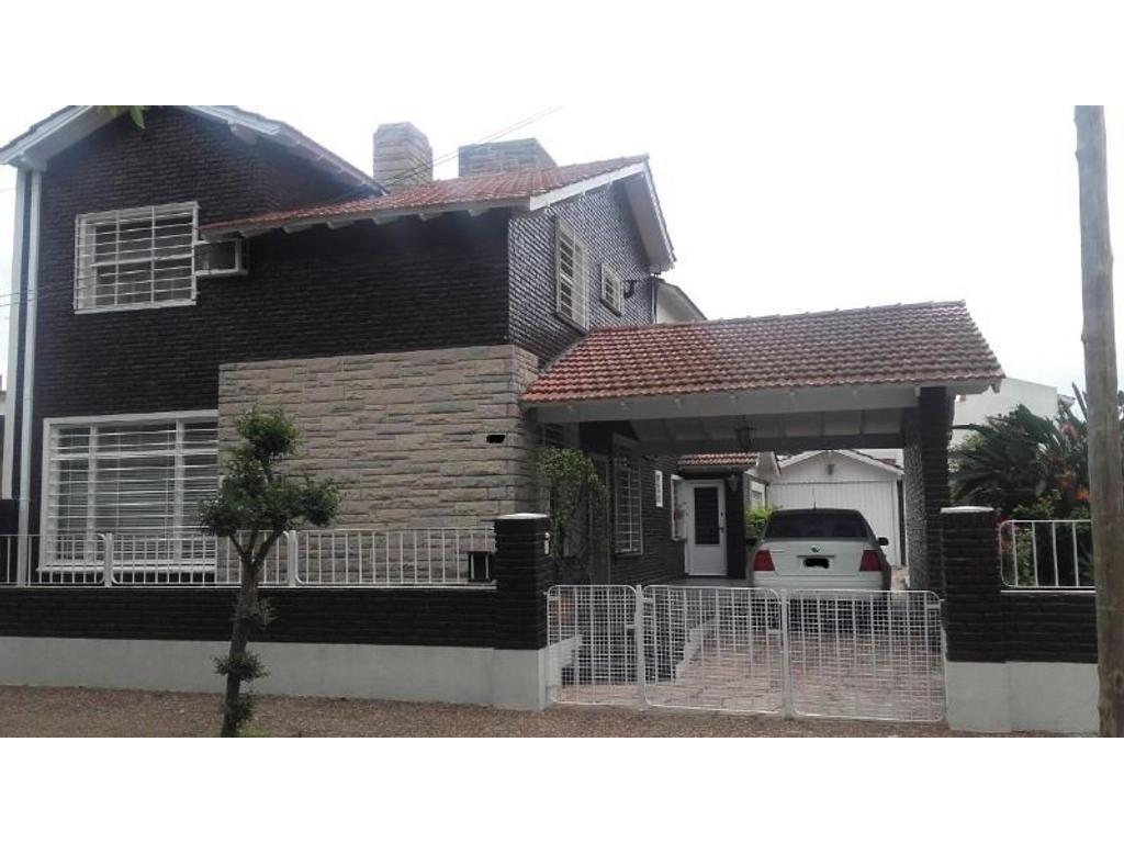 Espectacular Chalet 2 plantas Castelar Sur, como casa quinta !!!