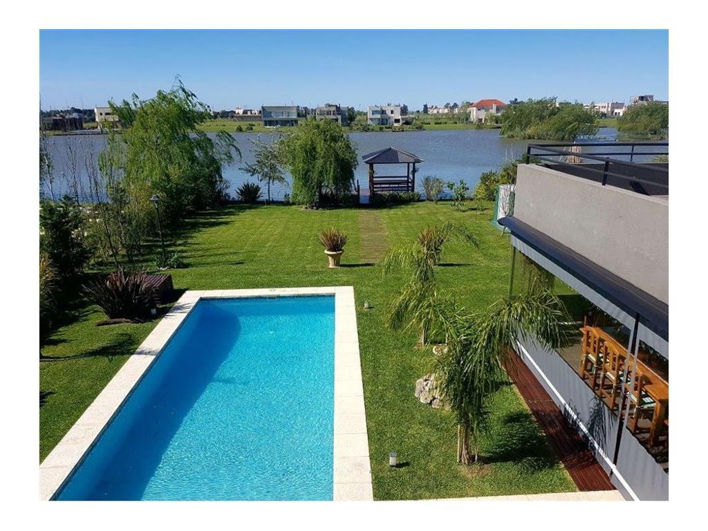 Sensacional Residencia Minimalista a la Laguna