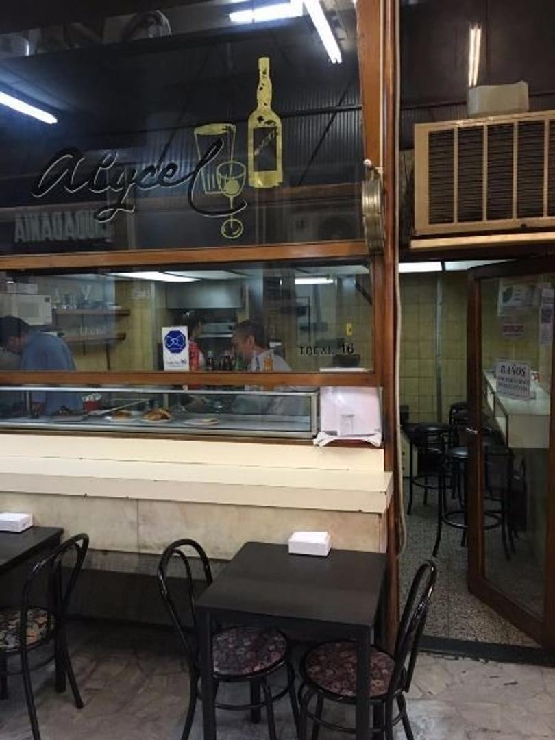 VENTA DE BAR LOCAL Y FONDO DE COMERCIO EN GALERIA FUNCIONANDO