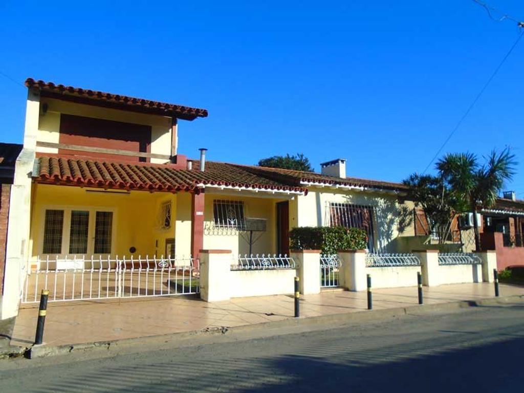 Ciudad Evita- Chalet 4 dormitorios- Lote 369m2