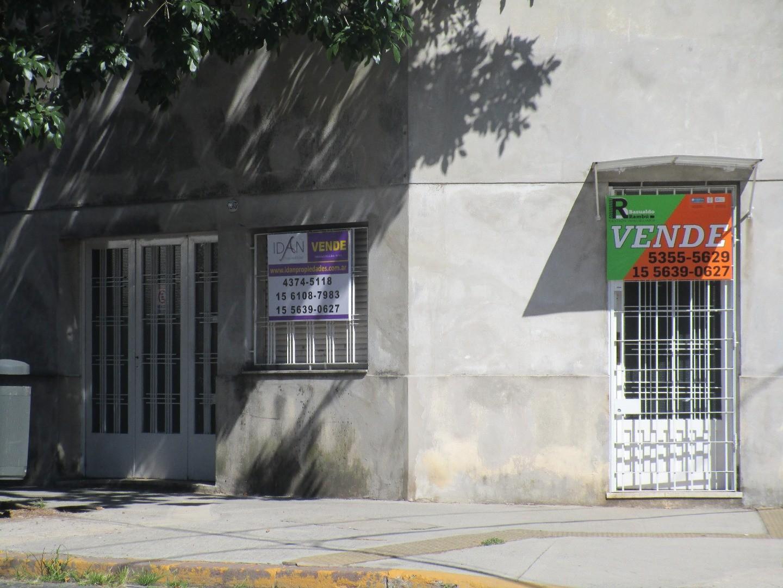 Vendo - Casa - Apto Crédito -  Eugenio Garzón 7200 Esquina Montiel – Mataderos - Zonificación E3