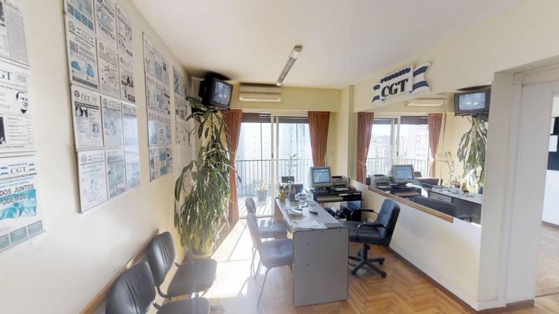 Departamento de 4 ambientes con Cochera. Apto Crédito