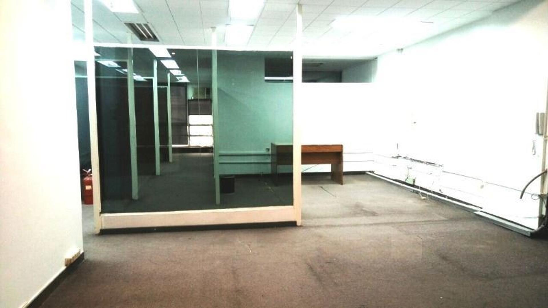 Amplia Oficina 87mts  al fte con 7 despachos.  Tucumán 900 y Av. Carlos Pellegrini Apto Crédito