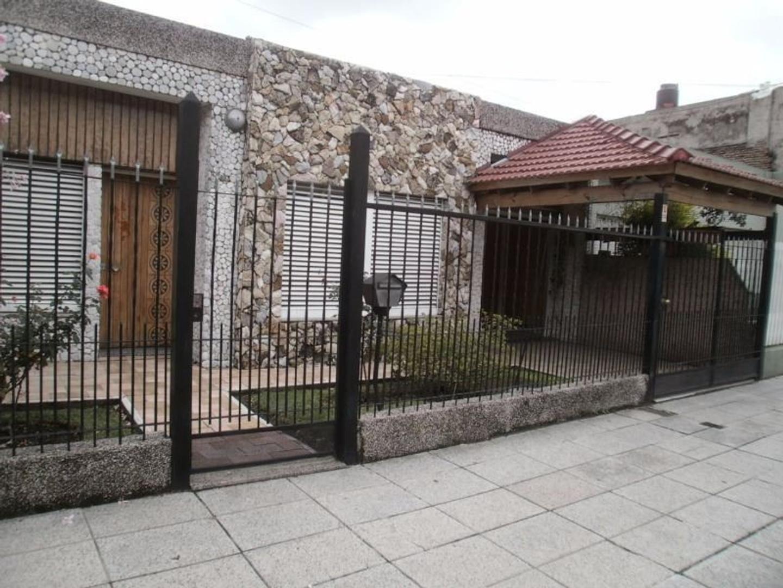 Casa en Venta en Lomas Del Mirador - 3 ambientes