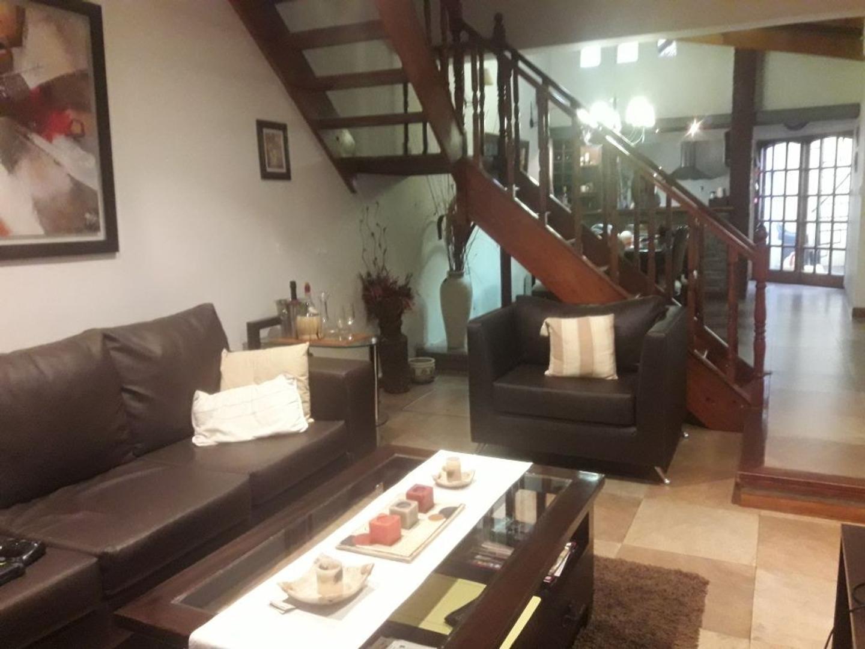 Hermosa casa, 3 dormitorios con Cochera, Patio, Parrilla, Terraza