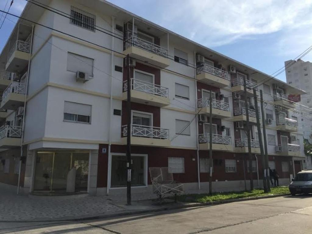 3 Ambientes al frente con balcón y cochera en ¡Inmejorable estado!