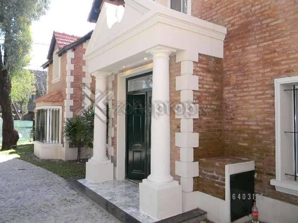 Vende  Casa 5 Ambientes en dos Plantas  Jardín  Piscina  Amplia Entrada de Autos Lomas de San Isidro