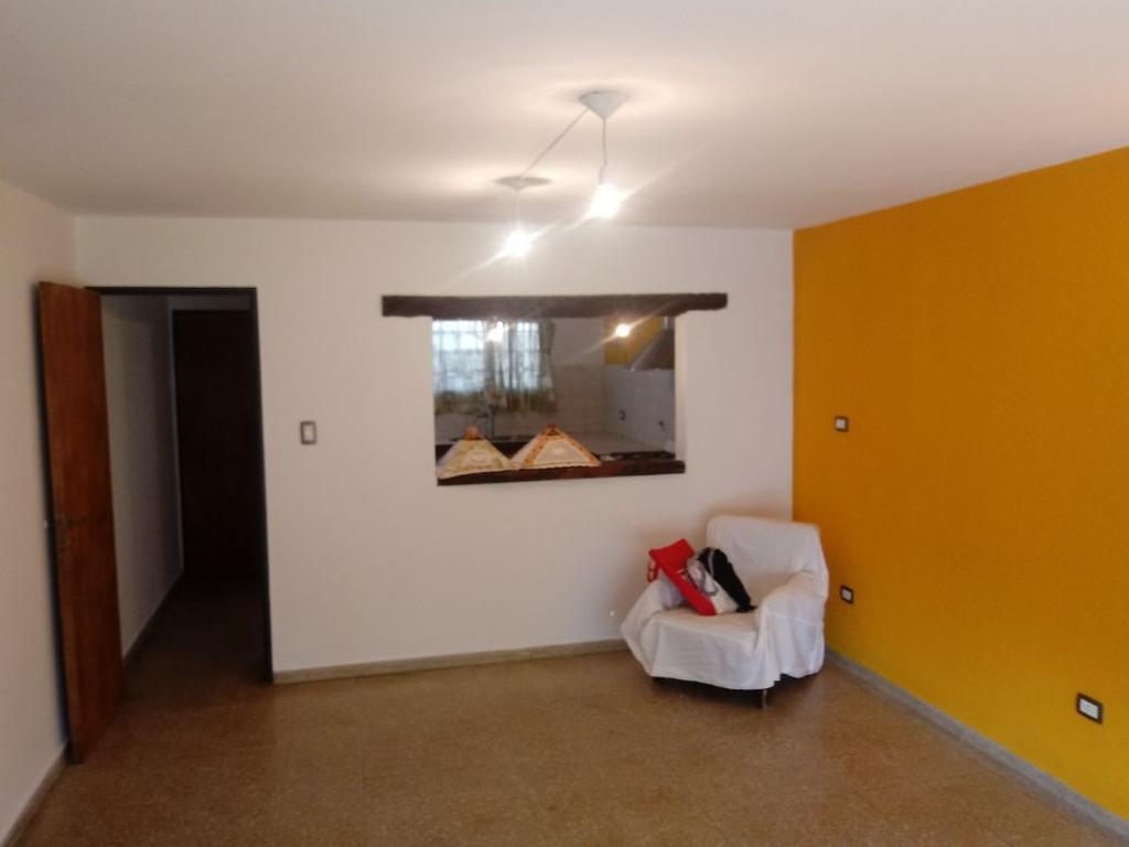 Casa 2 dormitorios Planta Alta B°Alta Cba - Antonio del Viso 281