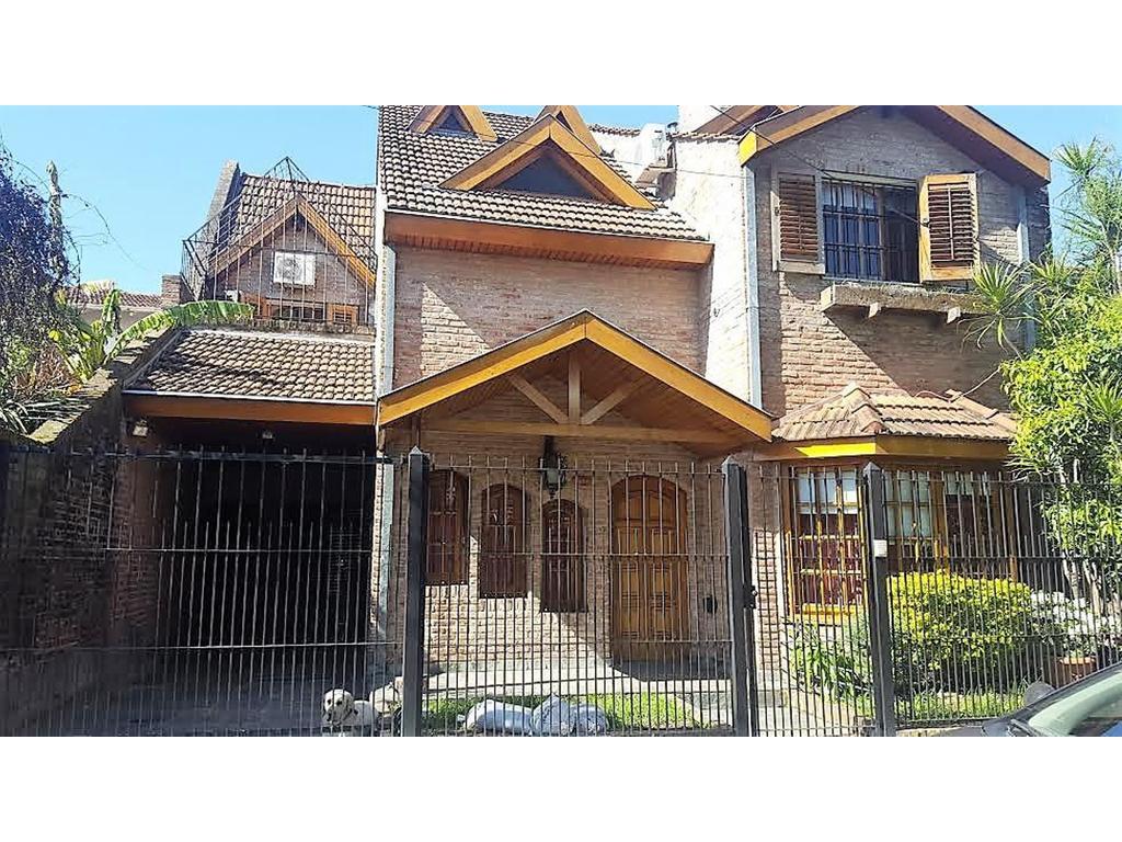 Casa venta en Martinez 4 dormitorios 4 baños, garaje, patio quincho parrilla. dependencia