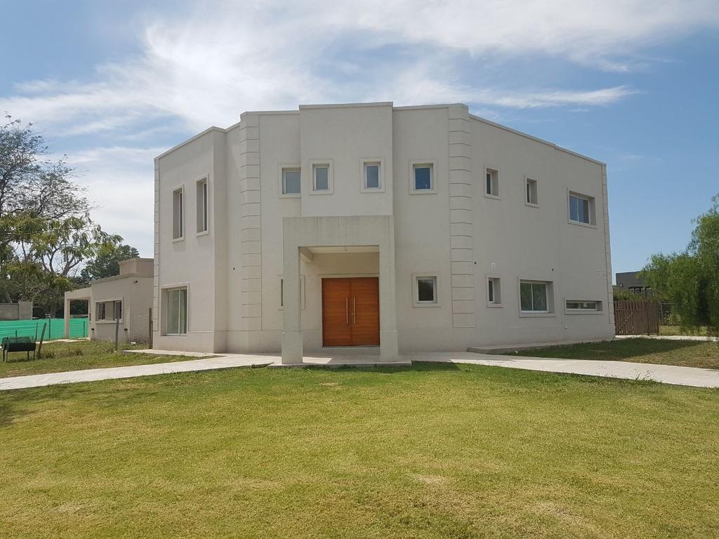 Excelente casa en Pilar del Este