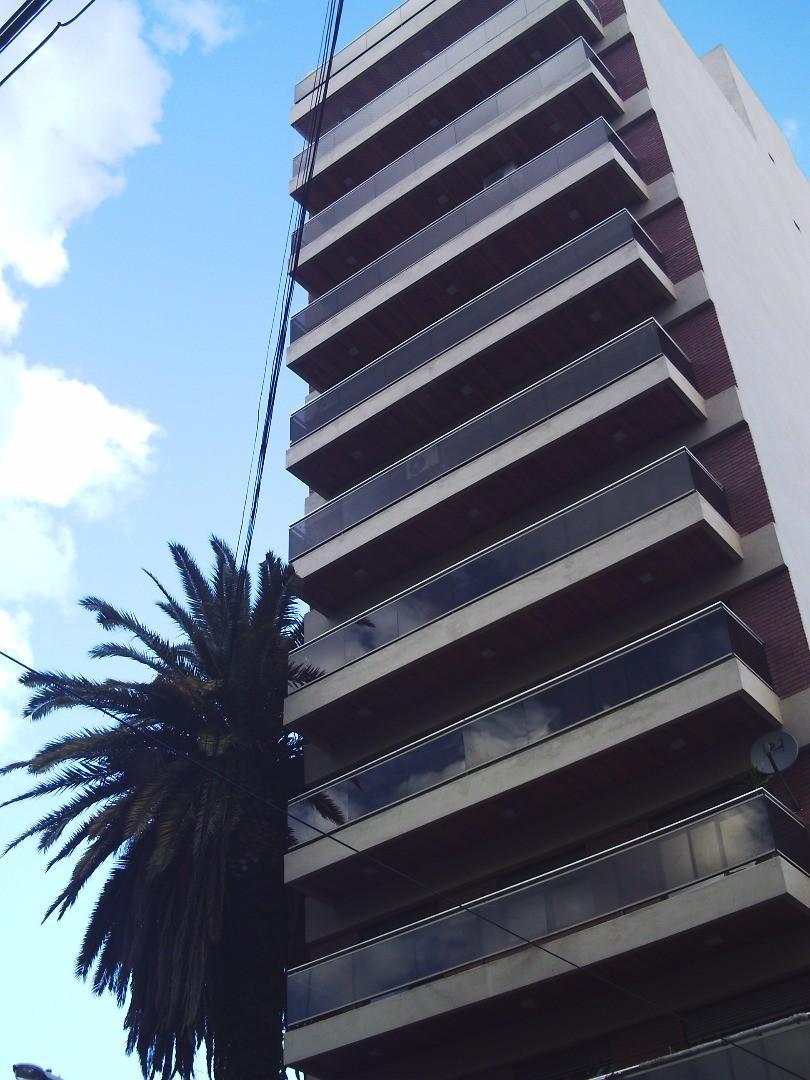 ALQUILER 2 AMB AMPLIOS totalmente AMOBLADO en Avellaneda Centro. Con piscina y parrilla.