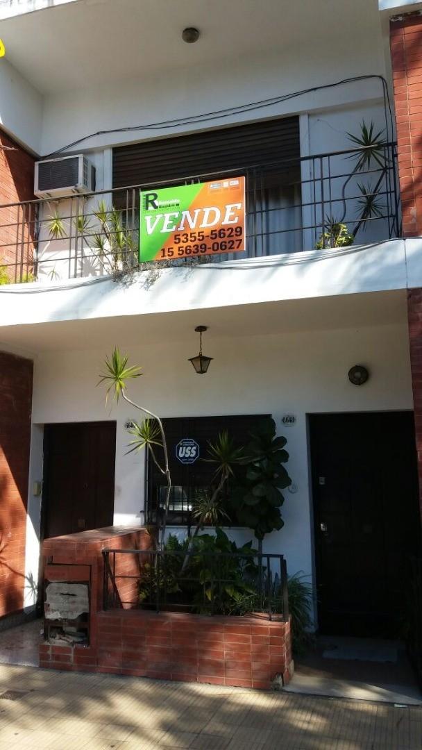 PH Tipo Casa frente sin Expensas. Patio y Terraza. Apto crédito. 3 dormitorios + dependencia