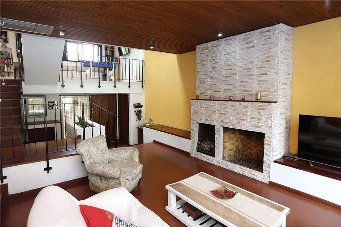 Casa 5 amb s/lote propio con parque *RETASADO*